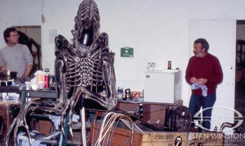 Aliensheropuppettallymebanana