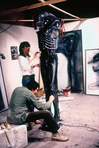 Aliensuitsculpttouchuo