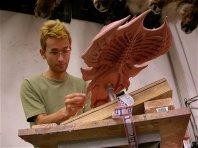 Ikeda sculpts the Queen.